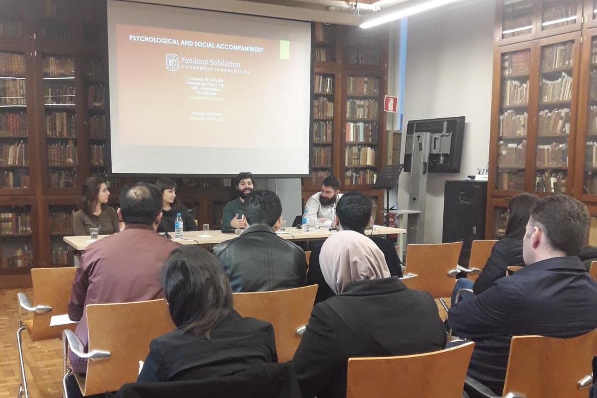 Suport psicosocial i assistència psicològica d'estudiants acollits pel Programa UB refugi
